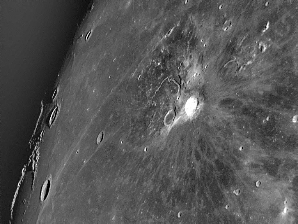 http://www.footootjes.nl/Astrophotography_Lunar/20071222_Aristarchus_OF_64G180_f13Grad256Map7_40_wv1_y0av1HPF0.003_W50L40_hist.jpg